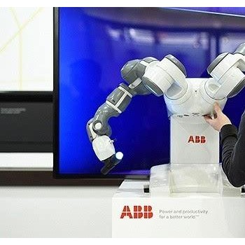 ABB机器人YuMi亮相阿里云栖大会