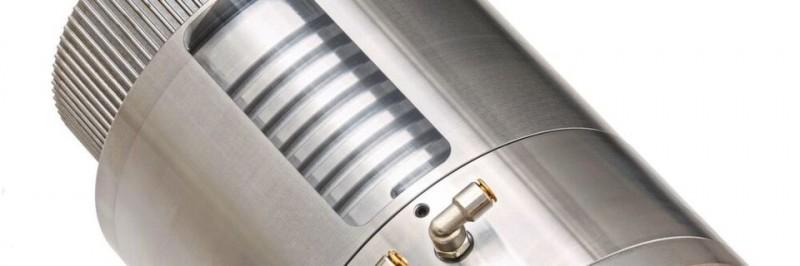 带冷却螺母的滚珠丝杠提高了精度