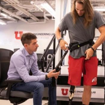 动力外骨骼帮助截肢者更轻松地走路